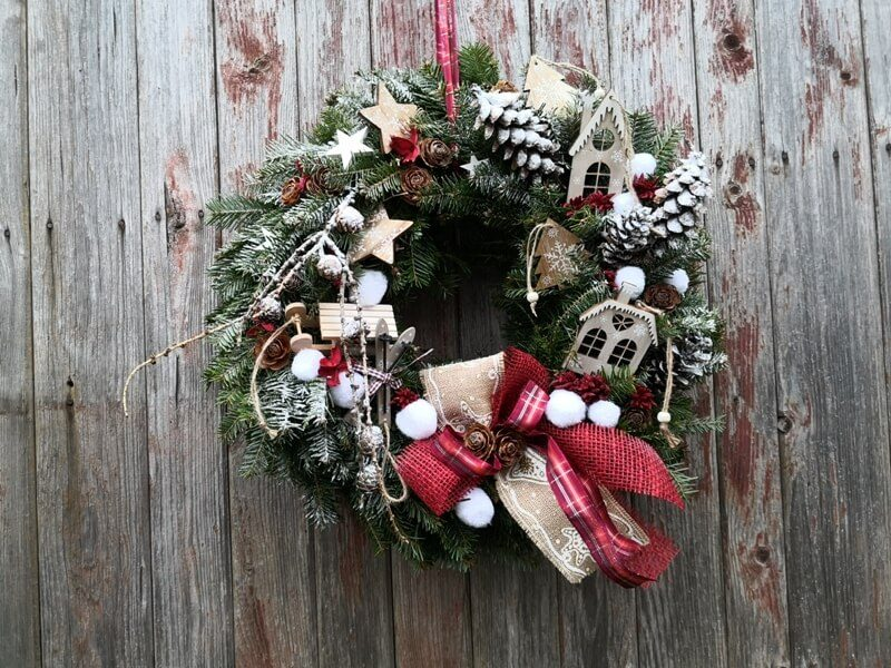 vánoční dekorace - věnec na dveře