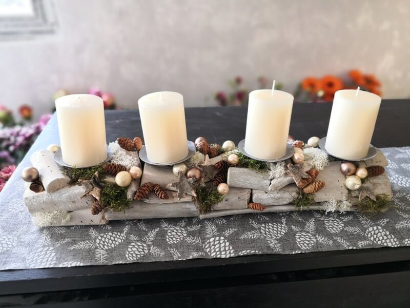 adventní dekorace na stůl