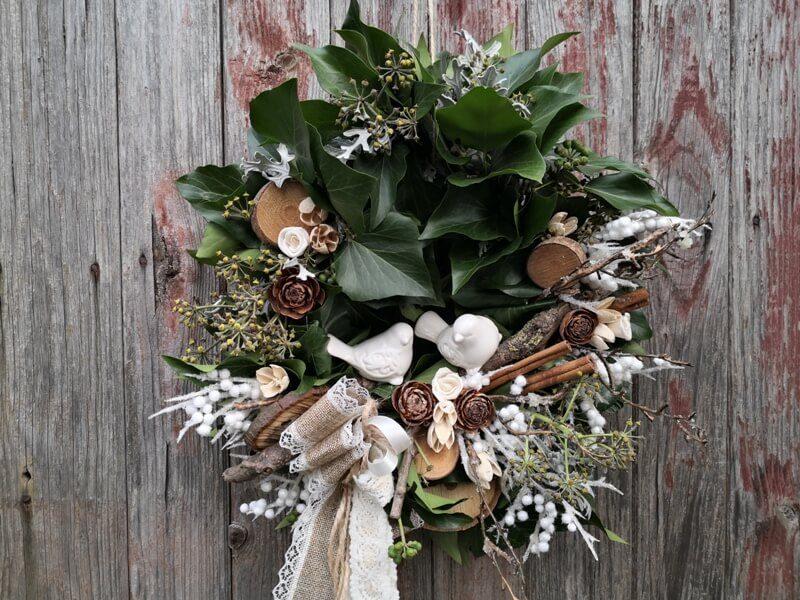 přírodní vánoční věnec na dveře
