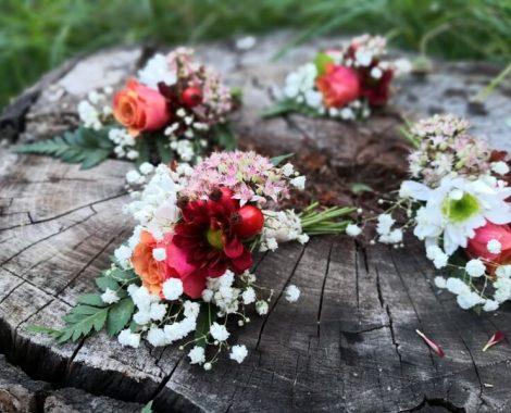 svatební korsáž pro ženicha a družbu