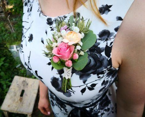 svatební korsáž pro ženicha s růží