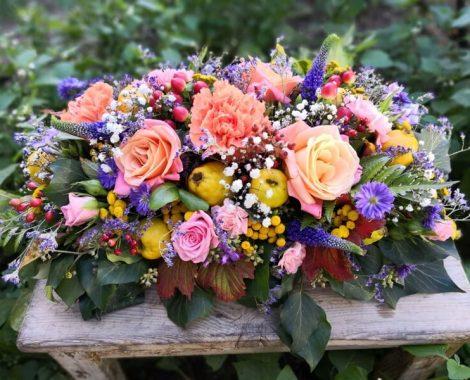 svatební květinová dekorace na stůl v podzimních barvách