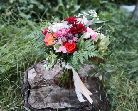 svatební kytice s mašlí pro maminku